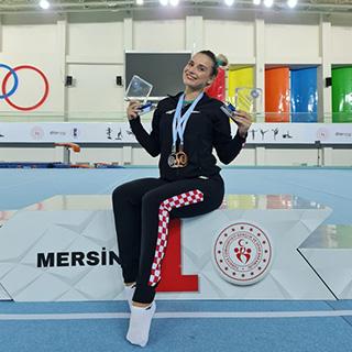 Đerek sa dvije medalje ukupna pobjednica Svjetskog kupa na gredi i parteru, Ude brončani na konju s hvataljkama u Mersinu